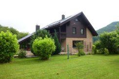 Exklusives Familienhaus für gehobene Ansprüche in reizvoller Landschaft, mit Südausrichtung